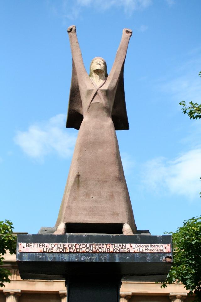 La Pasionaria statue