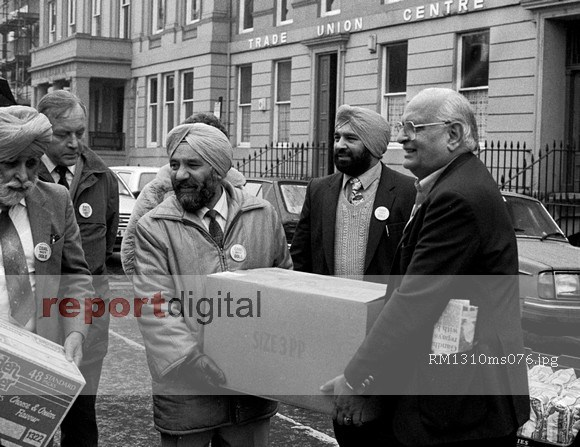 Indian Workers Association (Glasgow branch) show their solidarity with the miners by donating £1,200 of food for Ayrshire miners & their families. Glasgow, Scotland © Rick Matthews/Report Archive/reportdigital.co.uk Tel: 01789-262151/07831-121483 info@reportdigital.co.uk www.reportdigital.co.uk NUJ recommended terms & conditions apply. Moral rights asserted under Copyright Designs & Patents Act 1988. Credit is required. No part of this photo to be stored, reproduced, manipulated or transmitted by any means without permission.