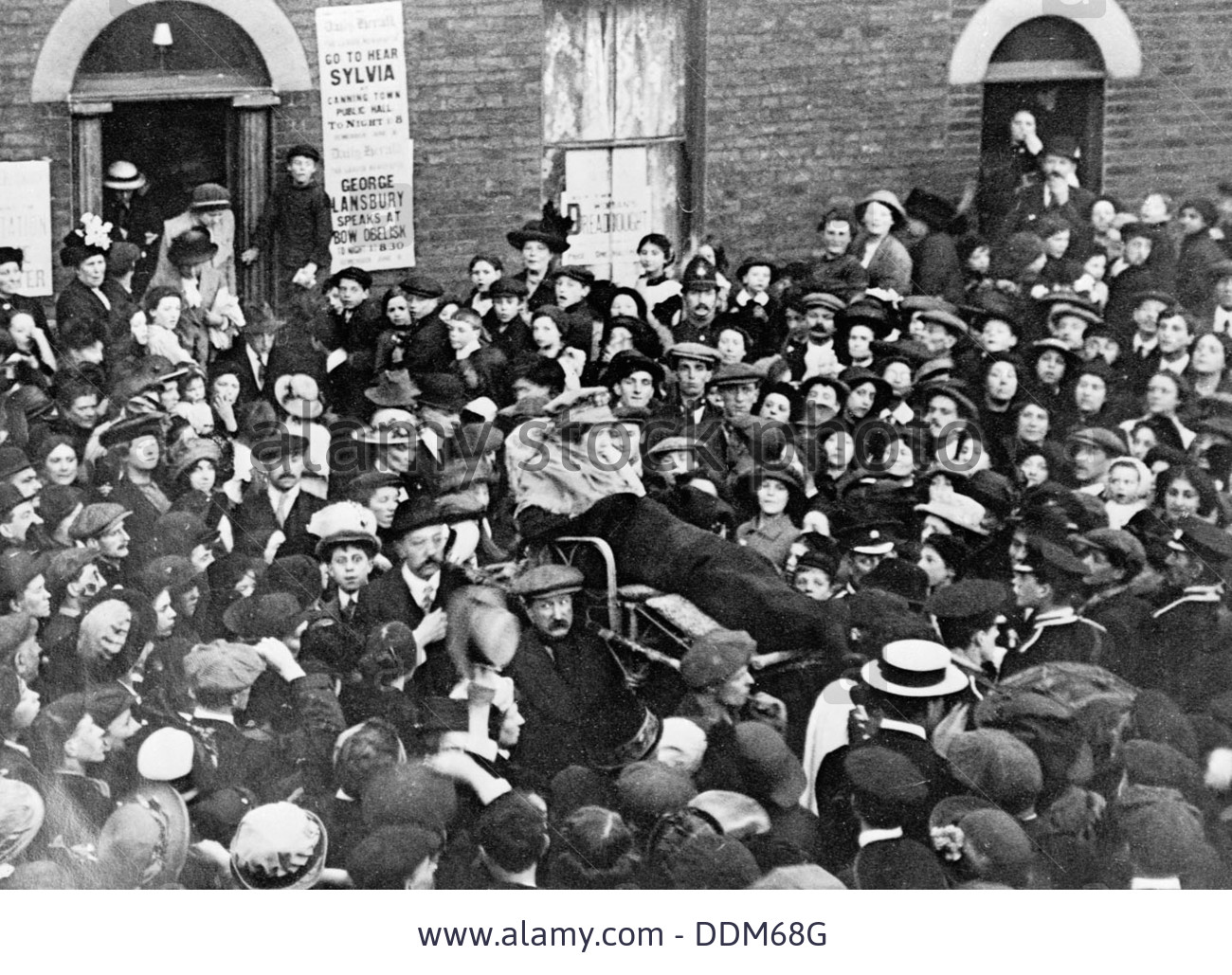 sylvia-pankhurst-leaving-the-east-end-of-london-in-a-bath-chair-june-DDM68G