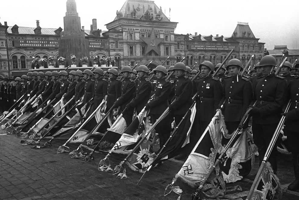 Soviet soldiers present captured nazi banners
